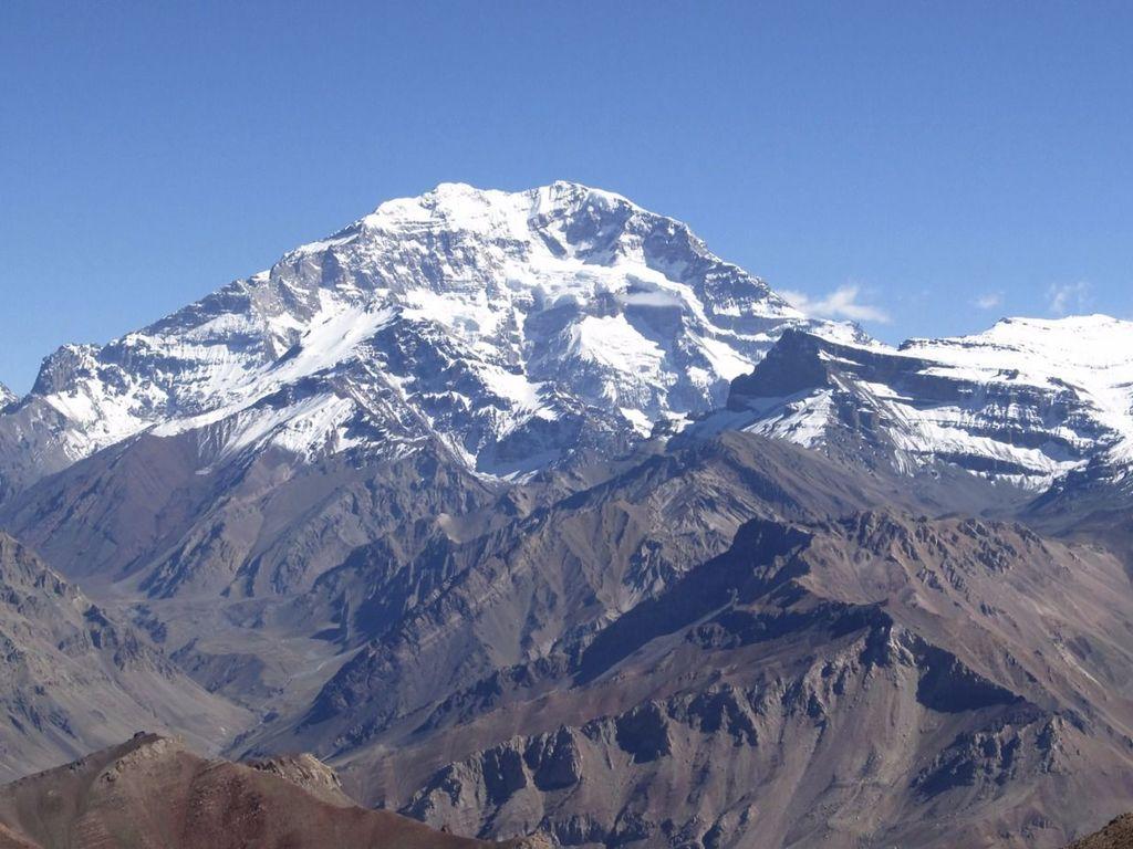 """Acusan a minera AngloAmerican de hacer """"publicidad engañosa"""" con el monte Aconcagua en El Mercurio"""