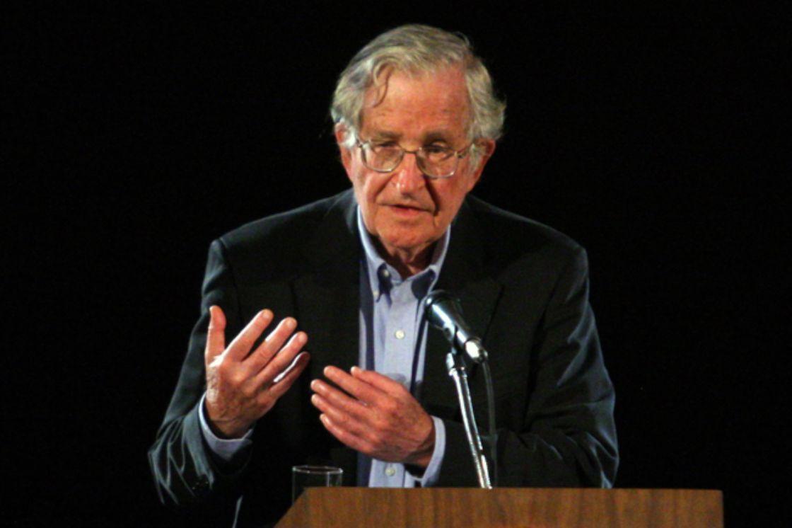 Noam Chomsky advierte de bolsonaro
