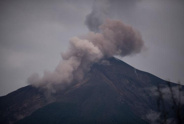 Guatemala en alerta por nuevas erupciones del Volcán de Fuego