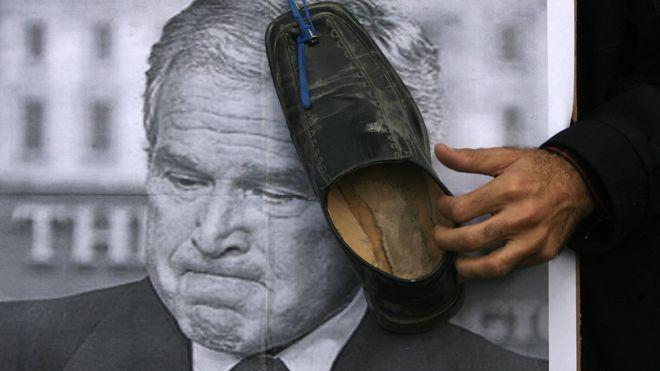 """Héroe: Qué pasó con el protagonista que dio a George W. Bush el """"beso de despedida del pueblo iraquí"""""""