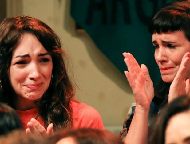 «Me besó en el cuello, tomó mi mano e hizo que le tocará», dijo la actriz joven que denunció ser víctima de abuso por su colega