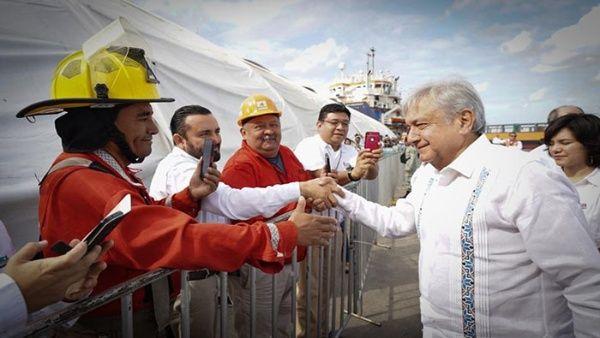 AMLO anuncia plan para relanzar producción petrolera en México