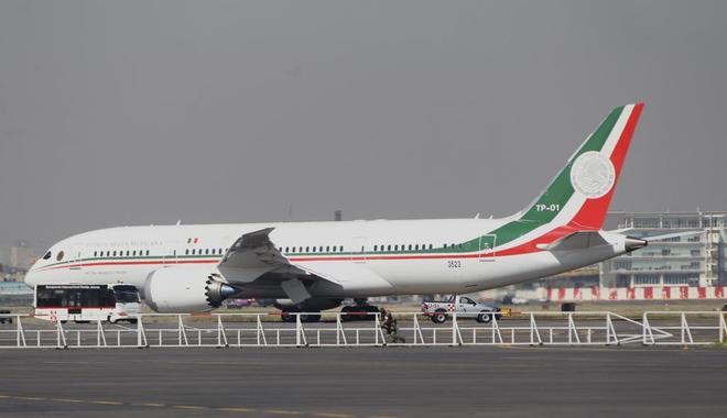 AMLO cumple su promesa: el avión presidencial de México está en venta