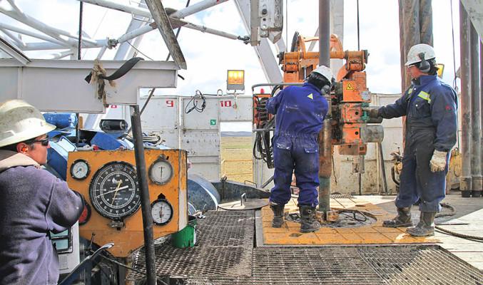 Trabajadores de ENAP rechazan plan de ajuste de la empresa que incluye cerca de 500 despidos