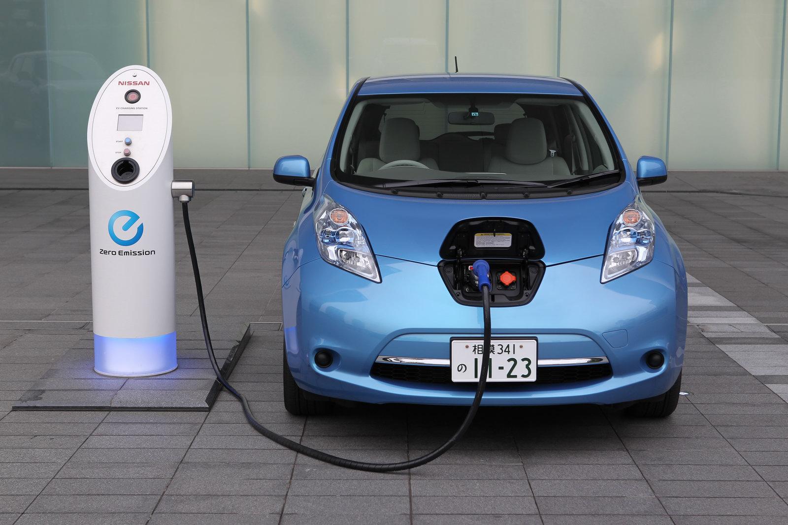 Investigadores desarrollan batería de litio-metal para autos eléctricos capaz de cargarse en 10 minutos