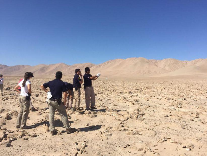 Habría osamentas de detenidos desaparecidos: Ministro en visita realiza inspección en pique minero de Alto Hospicio