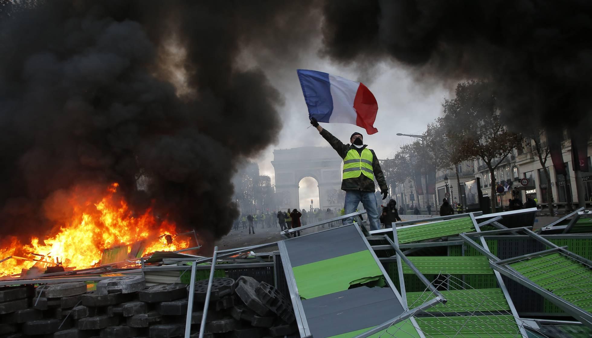 El descontento se viste de «chalecos amarillos» y estalla en la cara de Macron