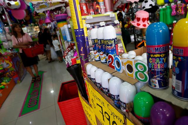 Año Nuevo: Autoridades de salud y bomberos llaman a no adquirir «spray de nieve» ni «globos de los deseos»