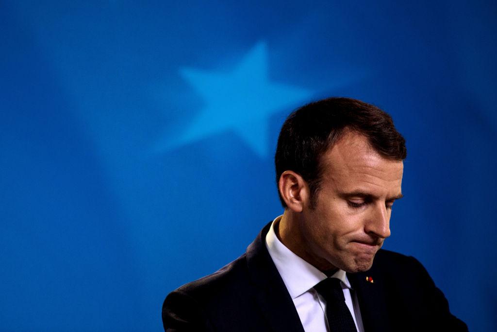 Macron baja la cabeza y anuncia medidas sociales por presión de los «chalecos amarillos»