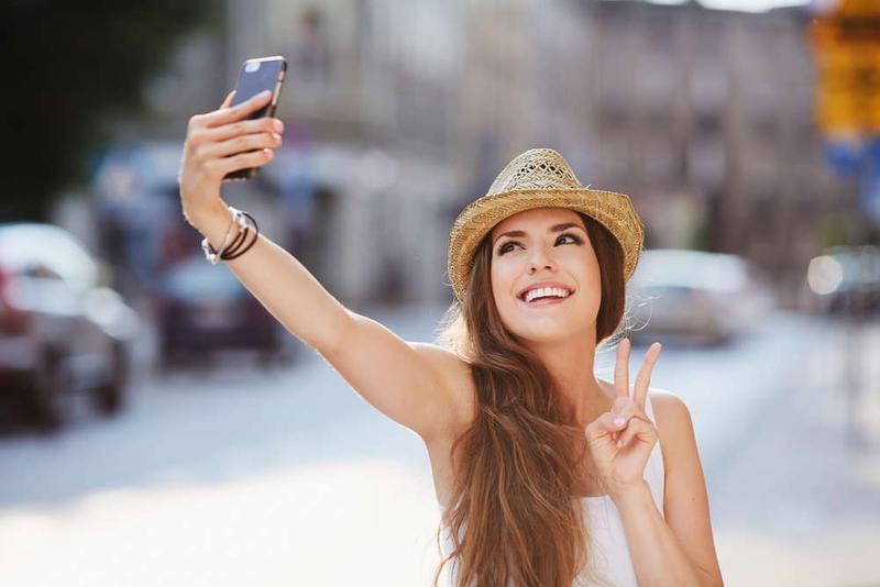 Selfi y meme fueron oficialmente incorporadas al diccionario de la RAE