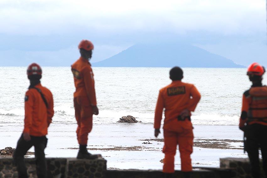 Se dificultan las labores de rescate de las víctimas del tsunami en Indonesia