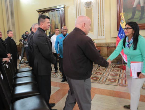 Representantes de la jurisdicción eclesiástica militar y el Gobierno venezolano sostienen llamado a la paz