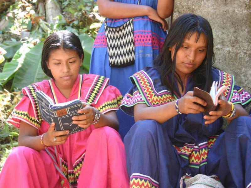 Madres indígenas panameñas trabajan como maestras de sus propios hijos