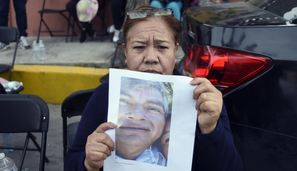 Extorsionan a familiares de desaparecidos por explosión de ducto en México