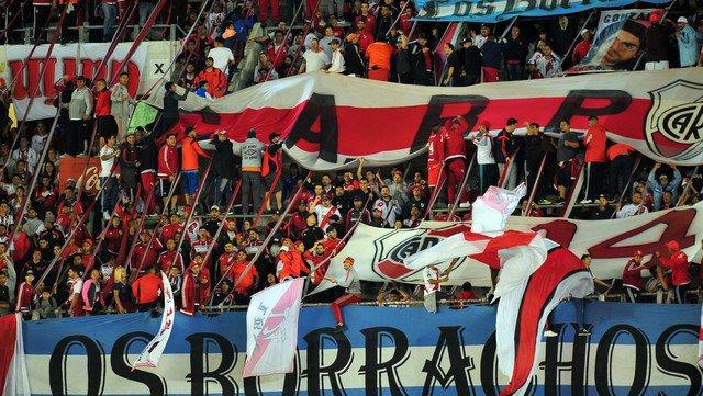 Prohiben ingreso de 284 fanáticos del River Plate a los estadios de fútbol