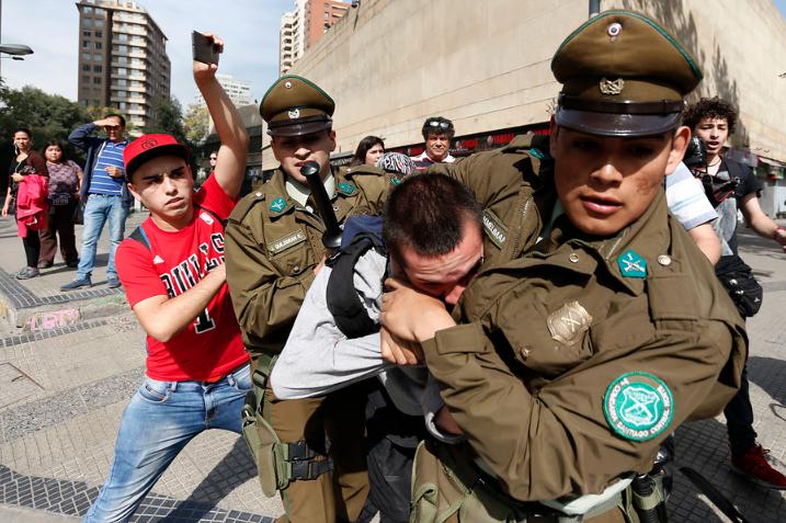 """Ranking internacional clasifica a Chile como una """"democracia defectuosa"""""""