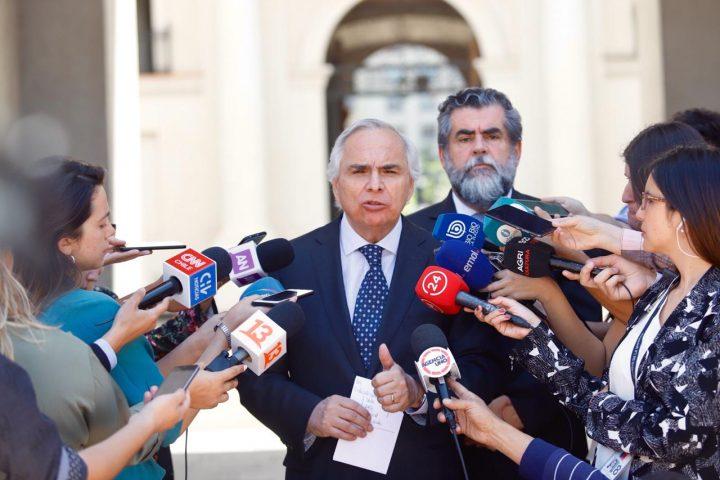 Chadwick enfrenta jornada de solicitudes formales de renuncia y convocatoria a cacerolazo