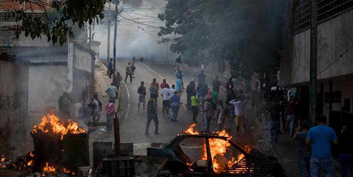«Es falso que pobladores de Cotiza manifestaban en apoyo de los militares sublevados», dijeron desde la misma protesta
