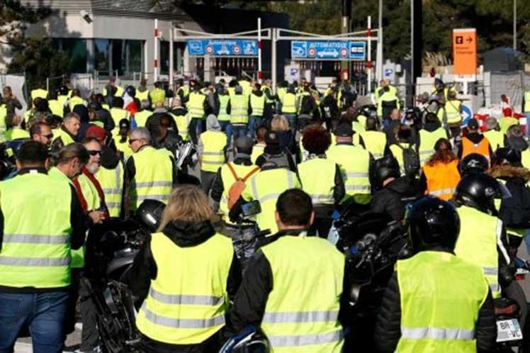 Chalecos amarillos ejecutarán la «operación seamos más» en toda Francia
