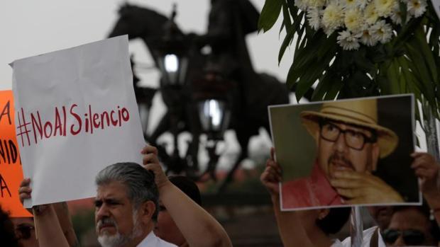 AMLO se comprometió a esclarecer el homicidio del periodista Javier Valdez