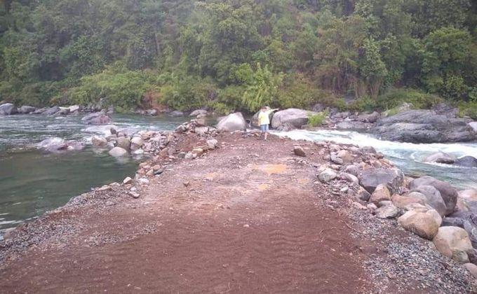Vecinos denuncian intervención con retroexcavadora en el río Achibueno con fines turísticos y particulares