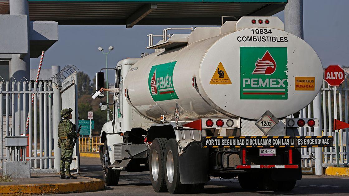 AMLO y su épico combate al contrabando de combustibles