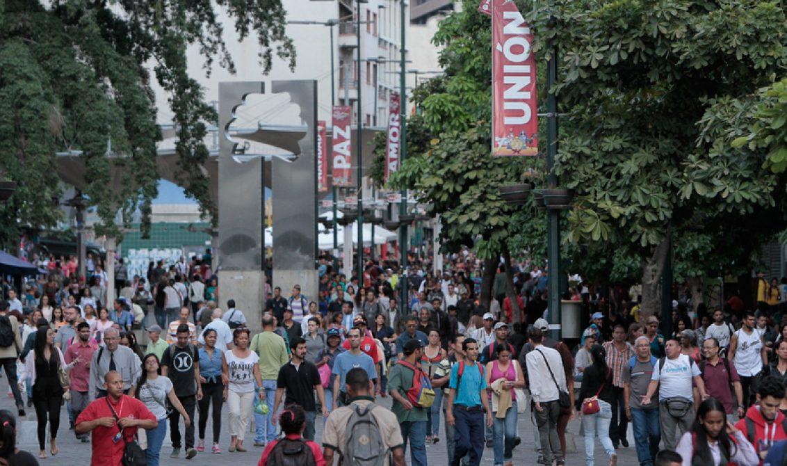 Venezuela, el país de los grandes sueños que se resiste a caer en la violencia