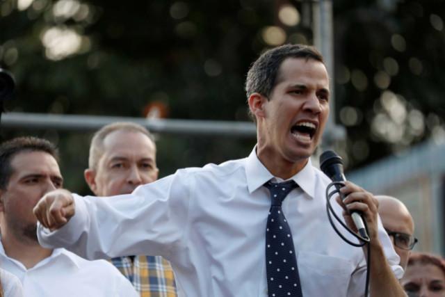 Crónica: Guaidó desató la locura entre los opositores con su autojuramentación