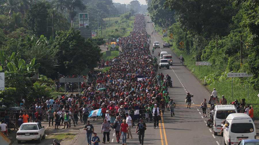 Otro grupo de migrantes centroamericanos se alista para salir rumbo a EE. UU.