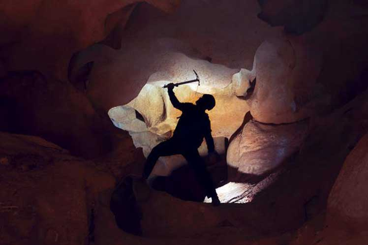 India: Mineros esperan ser rescatados y la inundación de «hoyos de ratas» no favorece la operación de salvamento