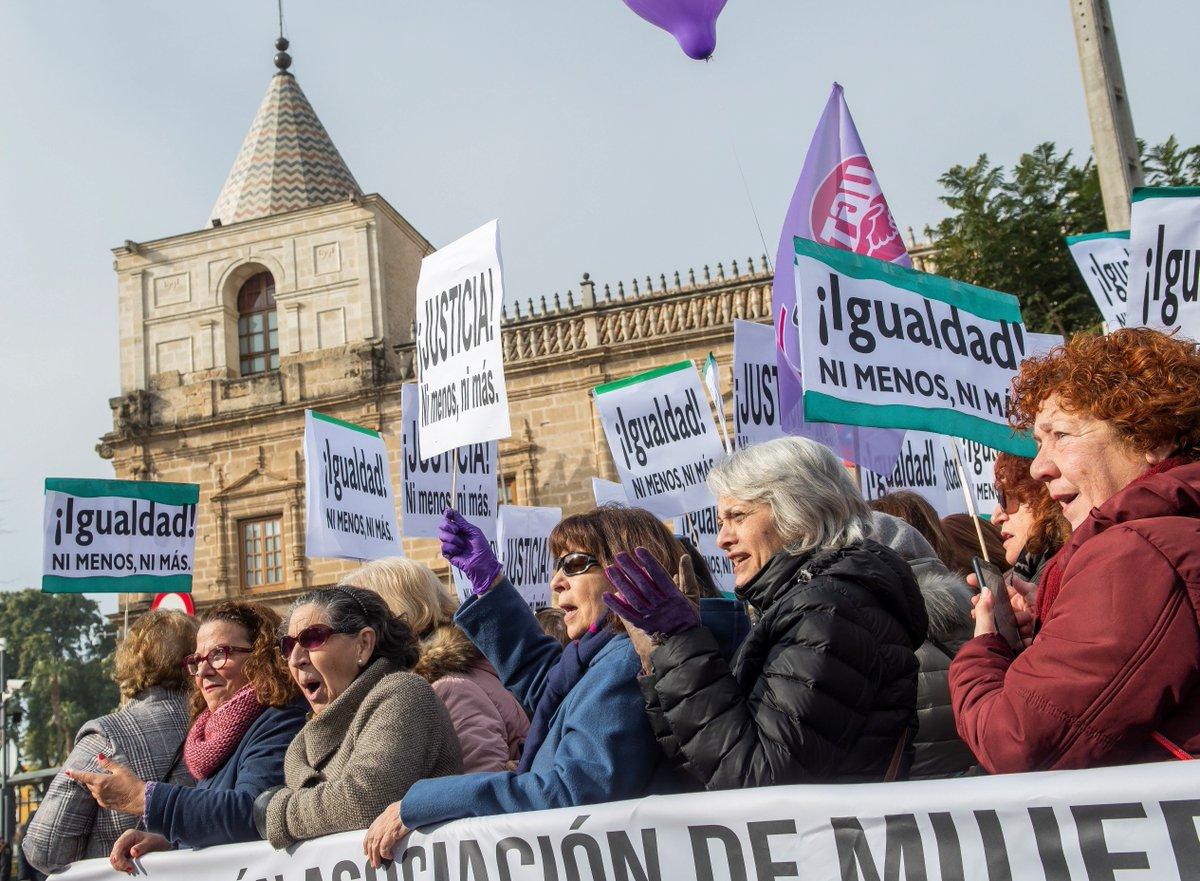 Mujeres toman las calles de España contra el auge de la extrema derecha