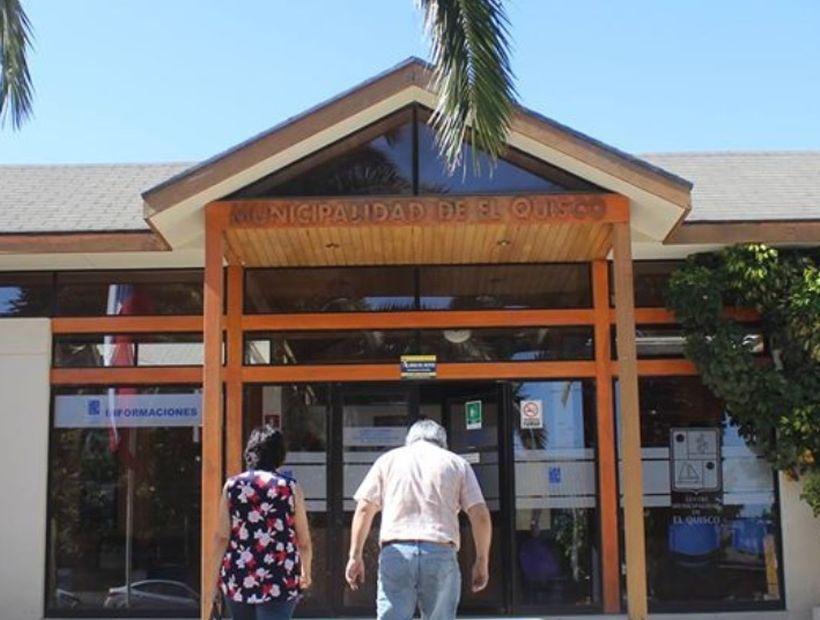 Municipio de El Quisco se querella contra un mimo por «amenazas» contra la alcaldesa