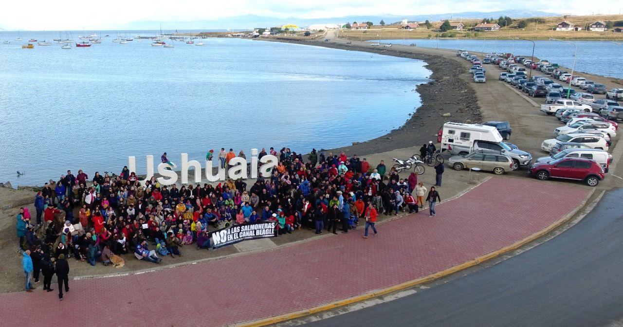 Isla Navarino: Denuncian que maritorio Yagán está siendo amenazado por la industria salmonera