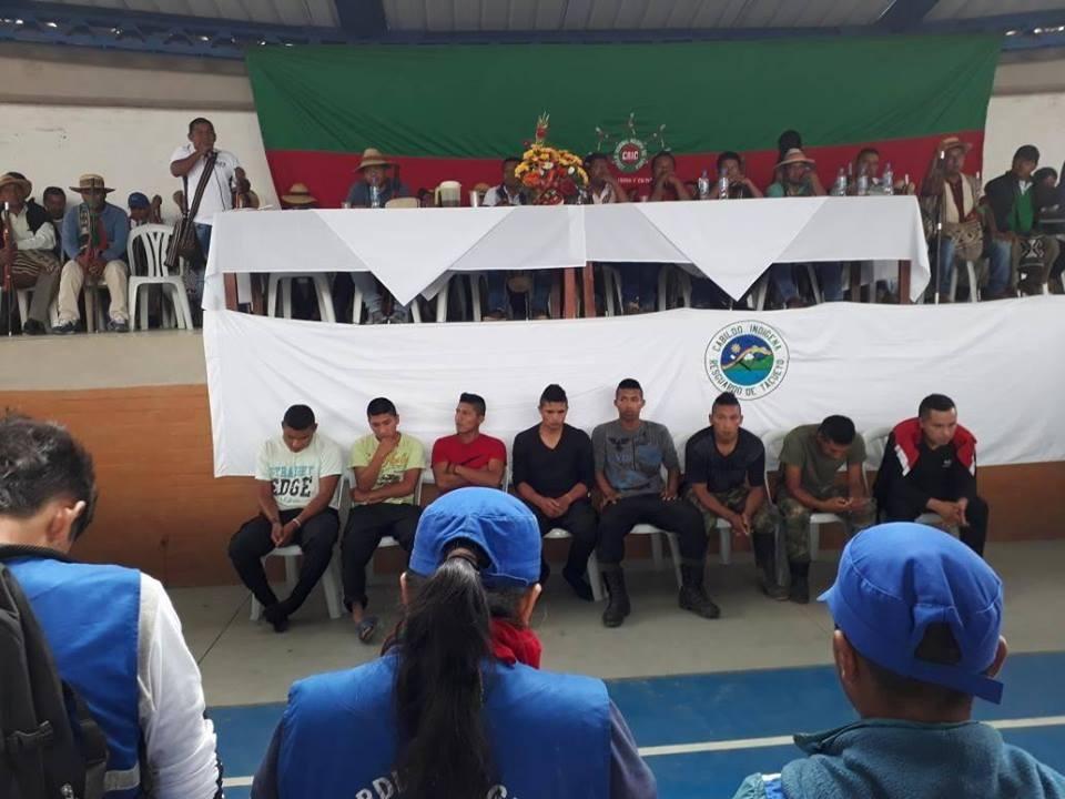 (Video) Justicia indígena condena a ocho colombianos a prisión y latigazos