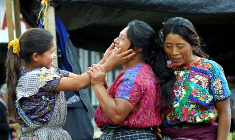 Condenada una guatemalteca por racismo contra una familia indígena