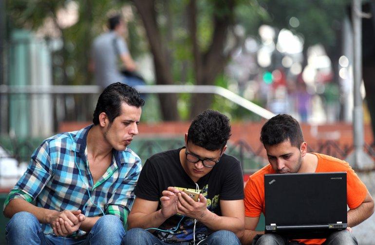 Cuba reporta 6,5 millones de usuarios con acceso a Internet