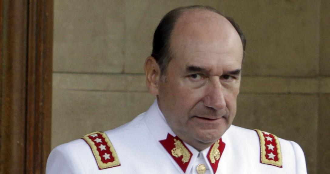 Patrimonio en la mira: Ex general Juan Miguel Fuente-Alba quedó detenido por caso Milicogate