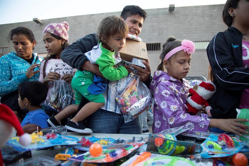AMLO brinda ayuda humanitaria a 1.700 migrantes centroamericanos