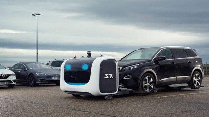 Francia y Reino Unido estrenan un robot que estaciona coches