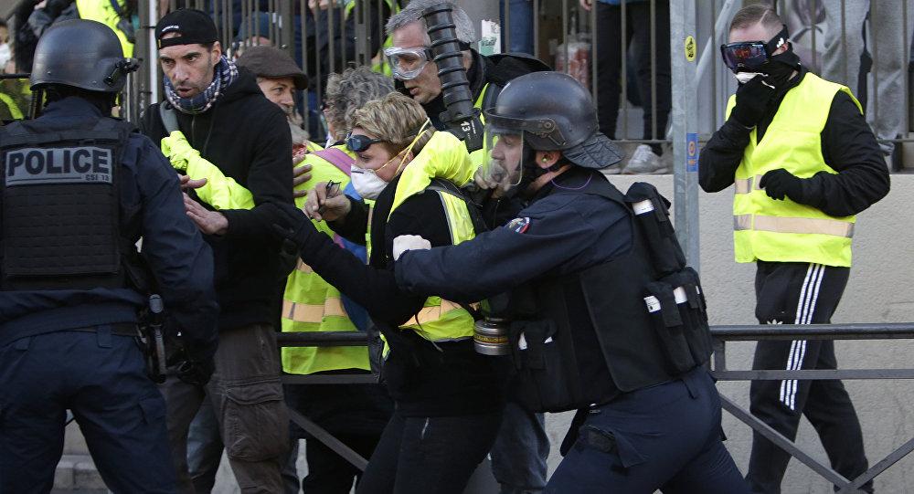 Policía arrestó a 23 personas en movilización de chalecos amarillos en París