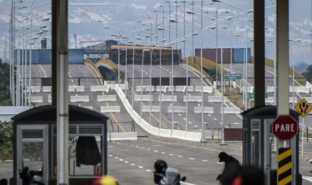 Venezuela cierra frontera con Colombia ante amenazas de intervención