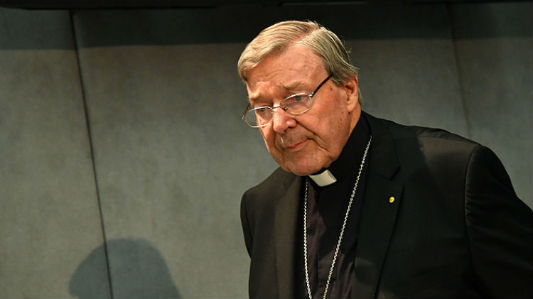 Declaran culpable de pederastia al cardenal George Pell, número tres del Vaticano