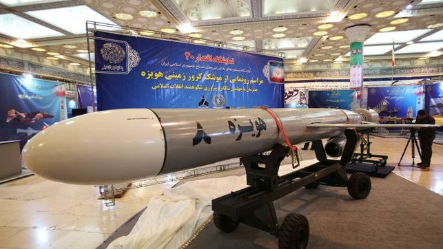 """Irán mostró nuevo misil crucero de largo alcance """"Hoveyzeh"""""""
