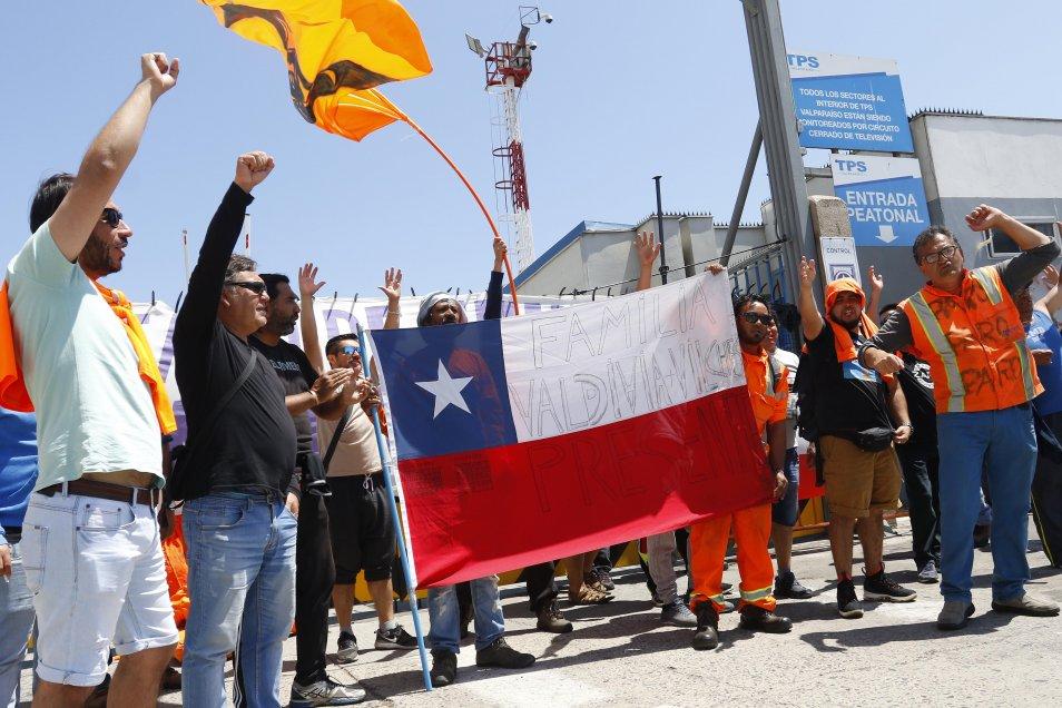 Municipio de Valparaíso y trabajadores portuarios eventuales anuncian propuesta para una nueva gestión de los puertos