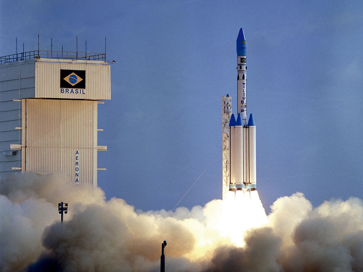 Brasil cede soberanía para que EE. UU. lance misiles desde su territorio