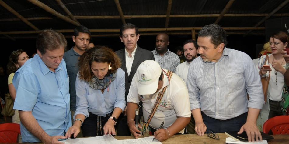 Gobierno colombiano e indígenas del Cauca instalan mesa de diálogo
