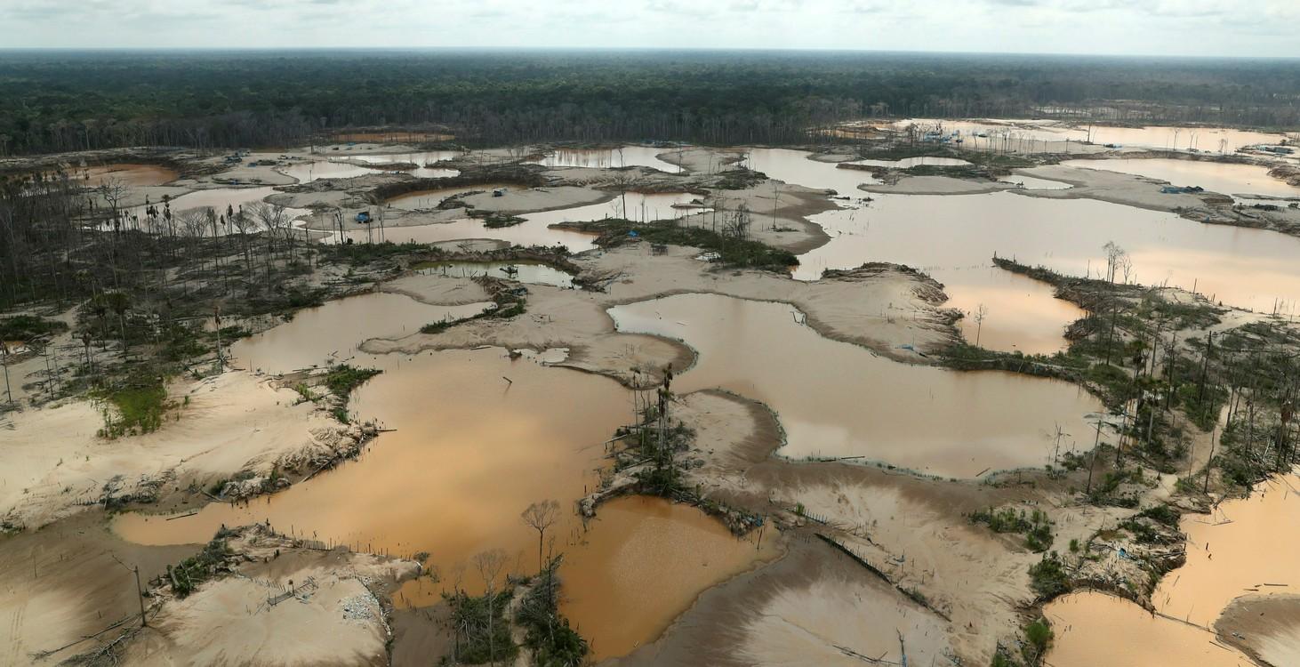 Perú instala tres bases militares en La Pampa para combatir la minería ilegal