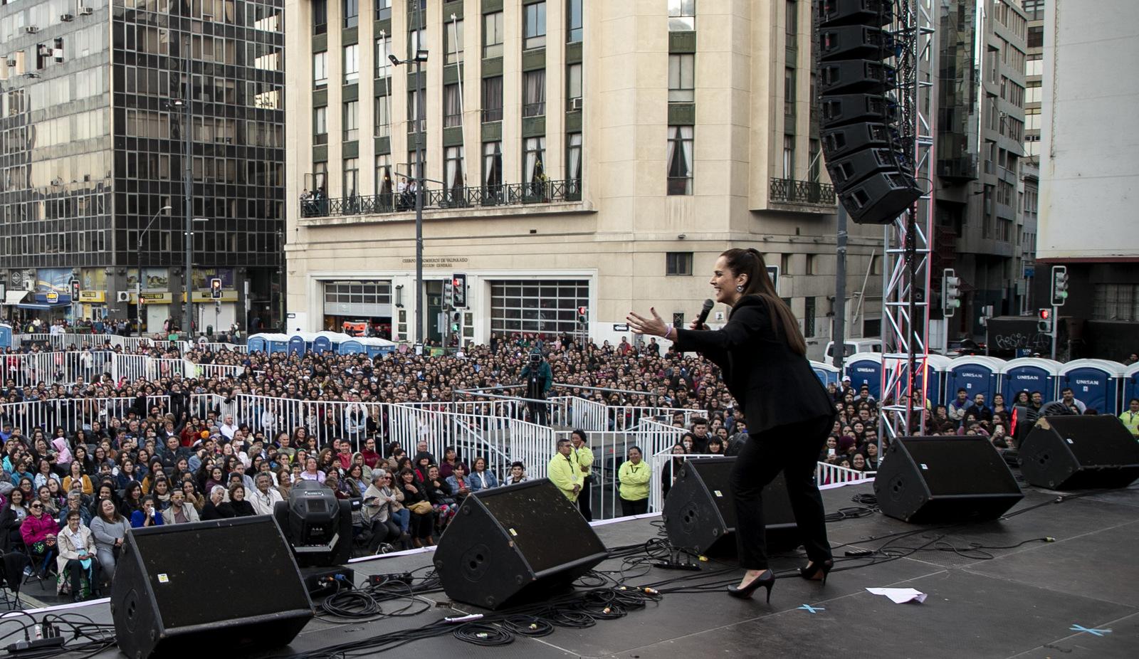 Valparaíso: Cinco mil personas en acto ciudadano por el Mes de las Mujeres en Plaza Sotomayor