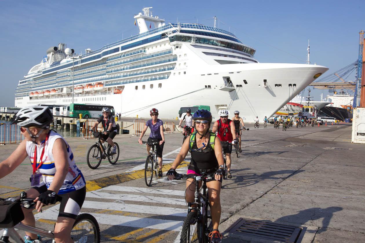 Colombia apuesta por atraer turistas que gusten recorrer el país en bicicleta