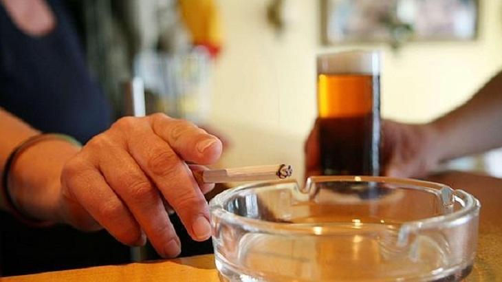 Fumar o beber alcohol ¿cuál te lleva primero al cáncer?